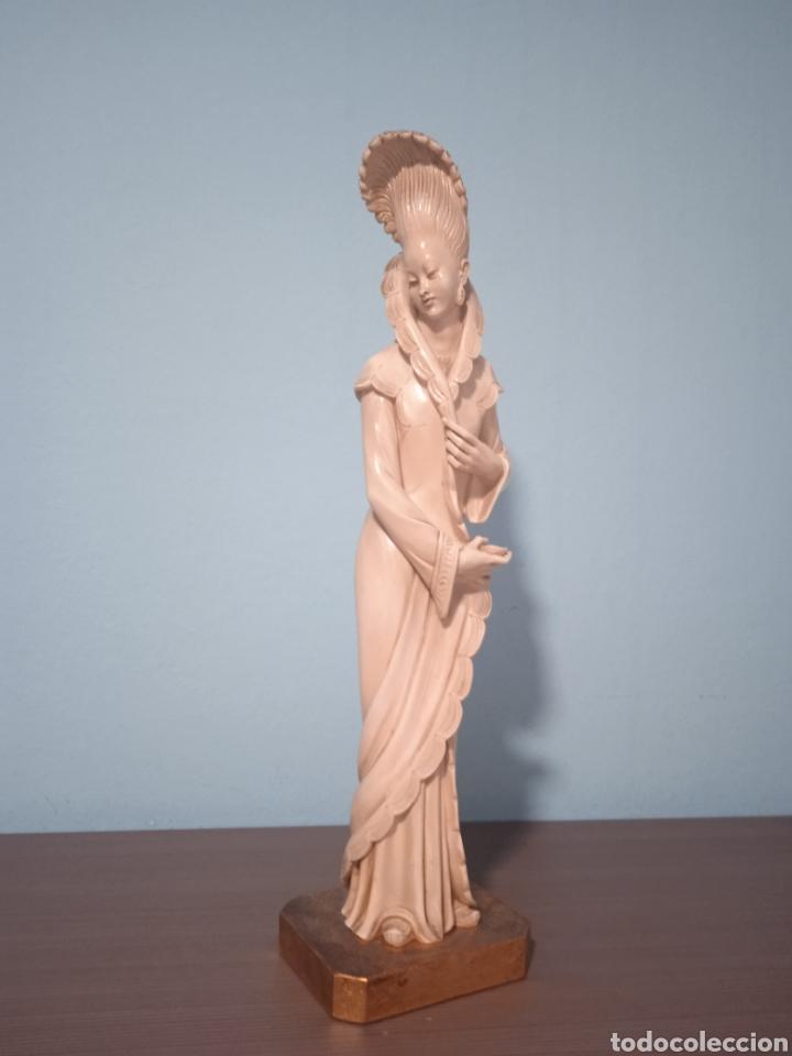 Antigüedades: Antigua figura china está aen buen estado ver fotos altura 38cm - Foto 2 - 287585468