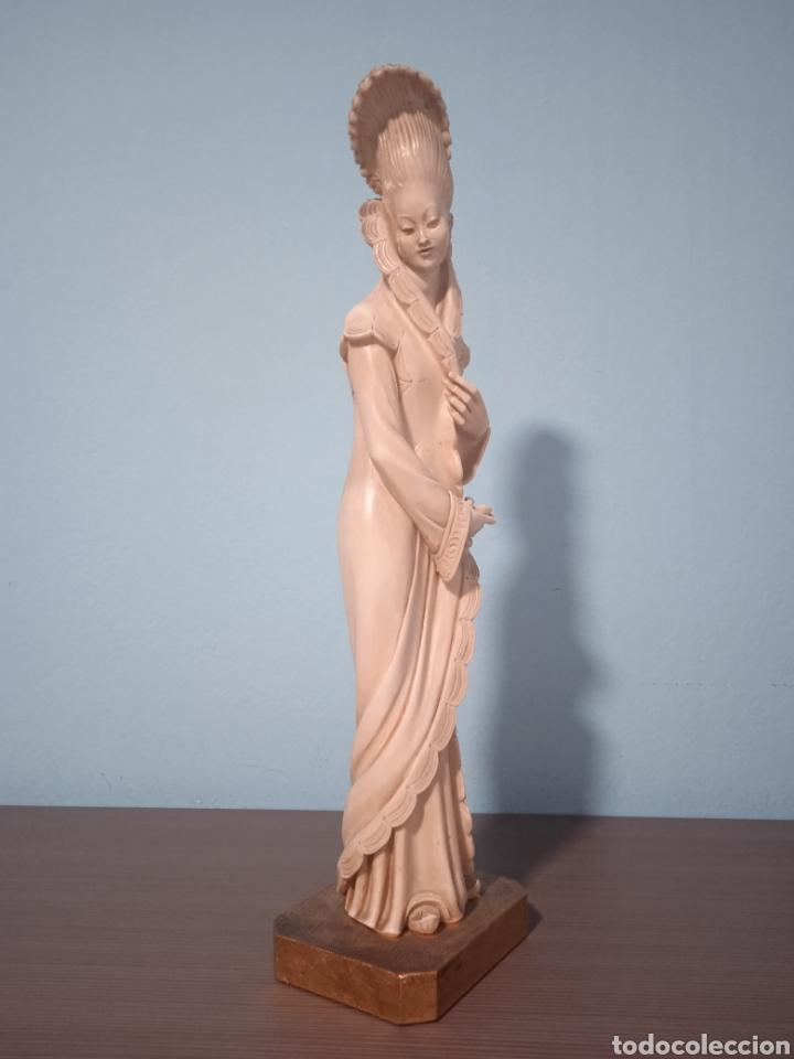 Antigüedades: Antigua figura china está aen buen estado ver fotos altura 38cm - Foto 3 - 287585468