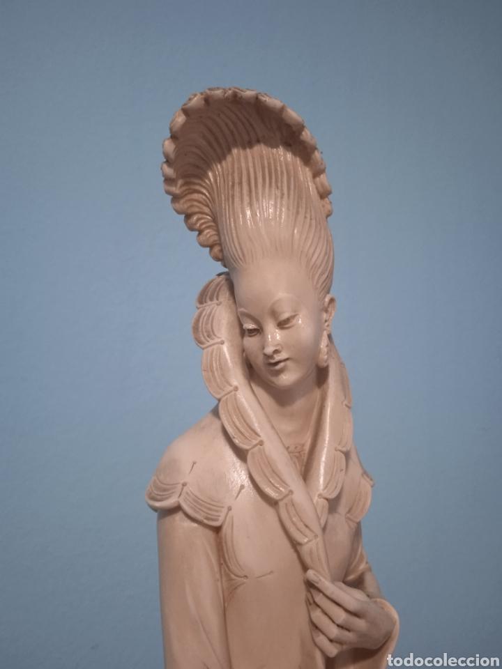 Antigüedades: Antigua figura china está aen buen estado ver fotos altura 38cm - Foto 4 - 287585468