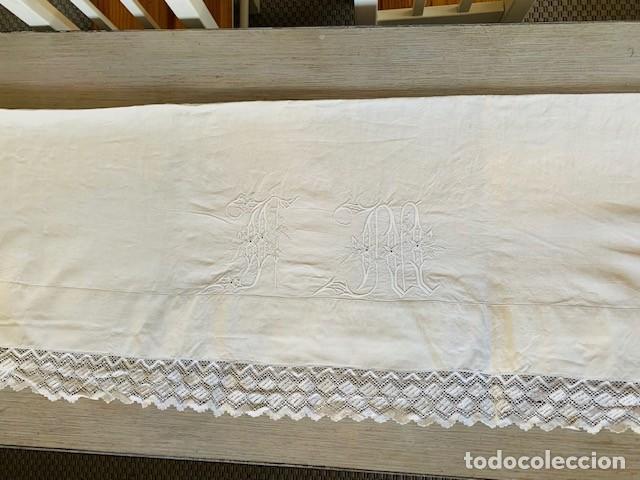 Antigüedades: ANTIGUO Y PRECIOSO JUEGO DE SABANAS DE LINO BORDADAS A MANO CON INCIALES Y PRECIOSO ENCAJE BOLILLOS - Foto 7 - 287623323