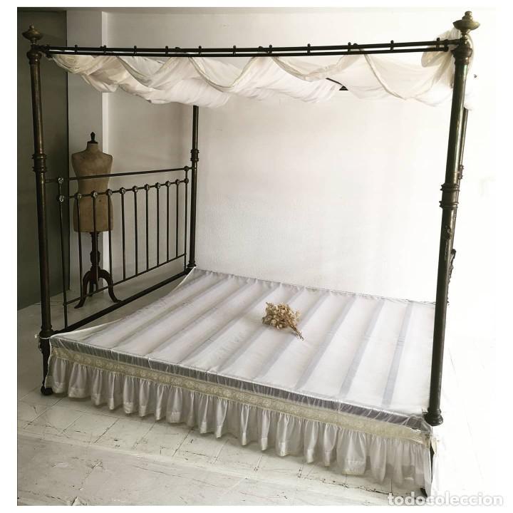 MONUMENTAL CAMA ANTIGUA CON DOSEL EN LATON BRONCE Y NACAR FRANCIA C1880 195X240X225 (Antigüedades - Muebles Antiguos - Camas Antiguas)