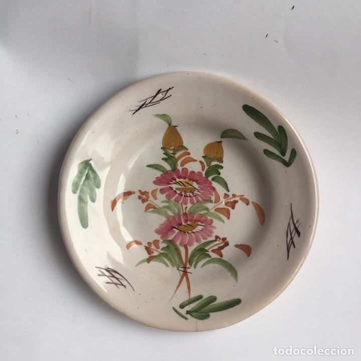 PLATO DE CERÁMICA LARIO PINTADO A MANO (Antigüedades - Porcelanas y Cerámicas - Lario)