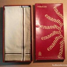 Antigüedades: ANTIGUA CAJA 6 PAÑUELOS HOMBRE ENANITOS - MANUFACTURAS CASALS - 2 MODELOS DISTINTOS - POR ESTRENAR. Lote 287701373