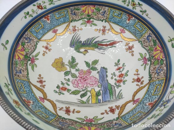 Antigüedades: Ensaladera de estilo oriental en porcelana y bordes en plata de Masriera y Carreras,principios S XX. - Foto 3 - 287711648
