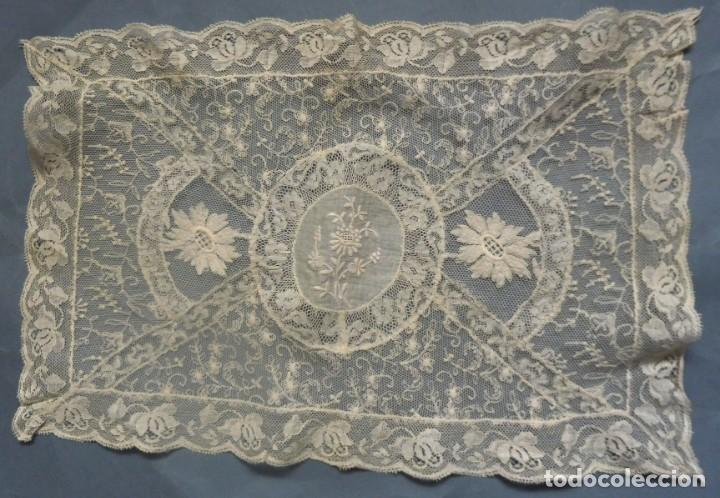 ANTIGUO TAPETE DE ENCAJE DE NORMANDÍA S.XIX (Antigüedades - Moda - Encajes)