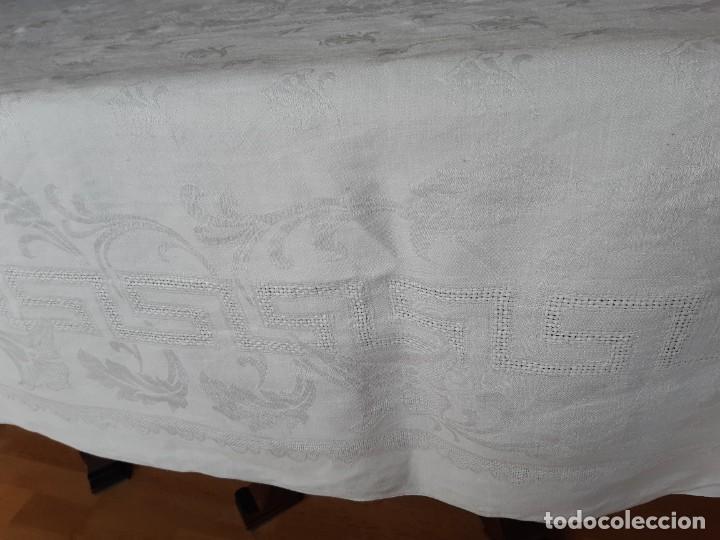 Antigüedades: ANTIGUO MANTEL DE HILO ADAMASCADO CON INICIALES. - Foto 5 - 287776528