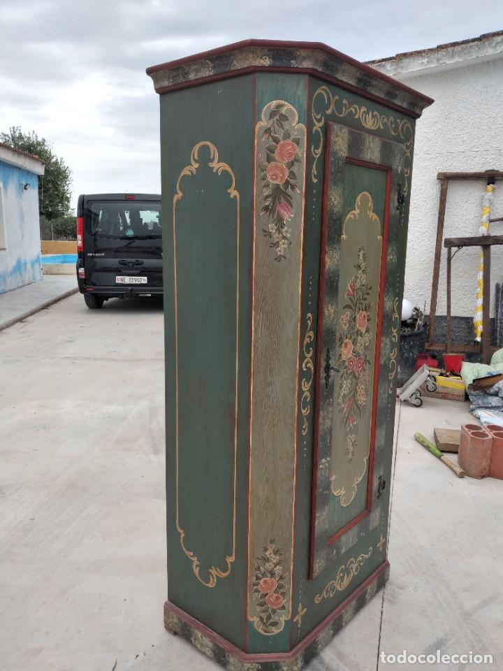 Antigüedades: Precioso mamario de madera de pino, pintado a mano, atelier Anne lebet,1 puerta - Foto 5 - 287815418