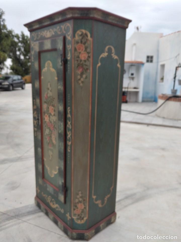 Antigüedades: Precioso mamario de madera de pino, pintado a mano, atelier Anne lebet,1 puerta - Foto 6 - 287815418