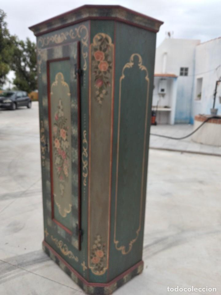 Antigüedades: Precioso mamario de madera de pino, pintado a mano, atelier Anne lebet,1 puerta - Foto 7 - 287815418