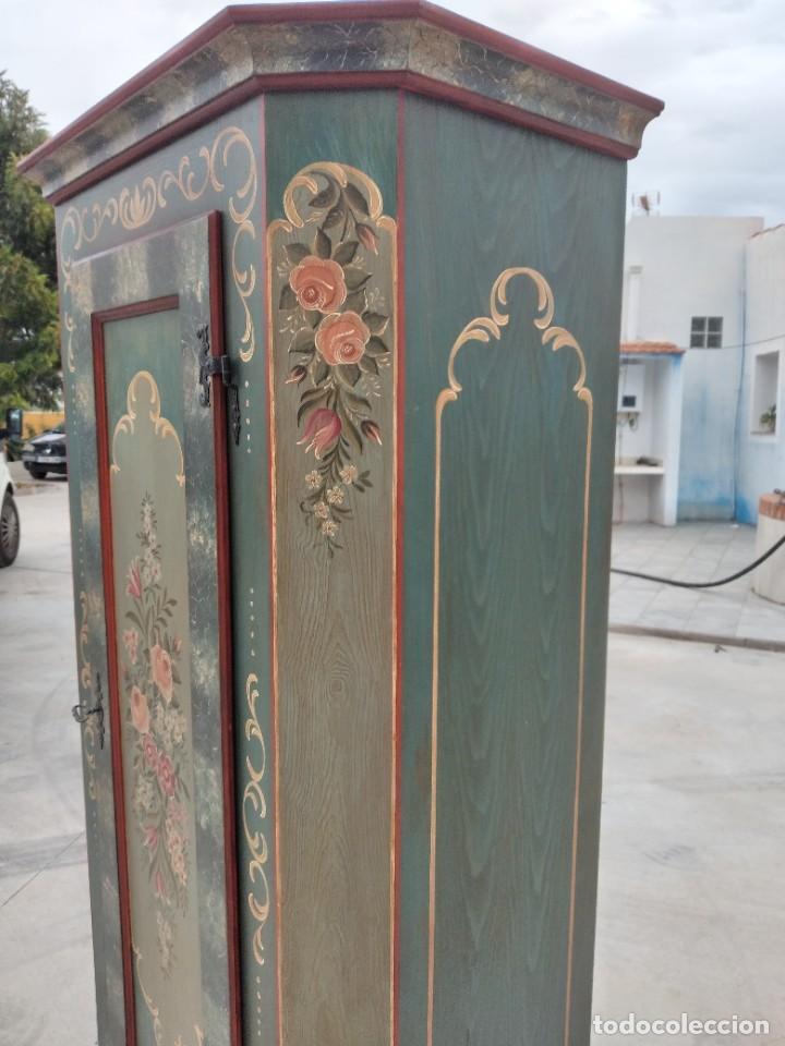 Antigüedades: Precioso mamario de madera de pino, pintado a mano, atelier Anne lebet,1 puerta - Foto 8 - 287815418