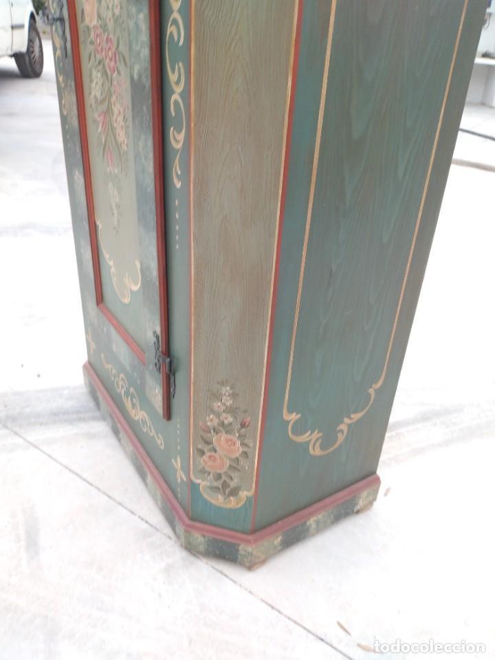 Antigüedades: Precioso mamario de madera de pino, pintado a mano, atelier Anne lebet,1 puerta - Foto 9 - 287815418