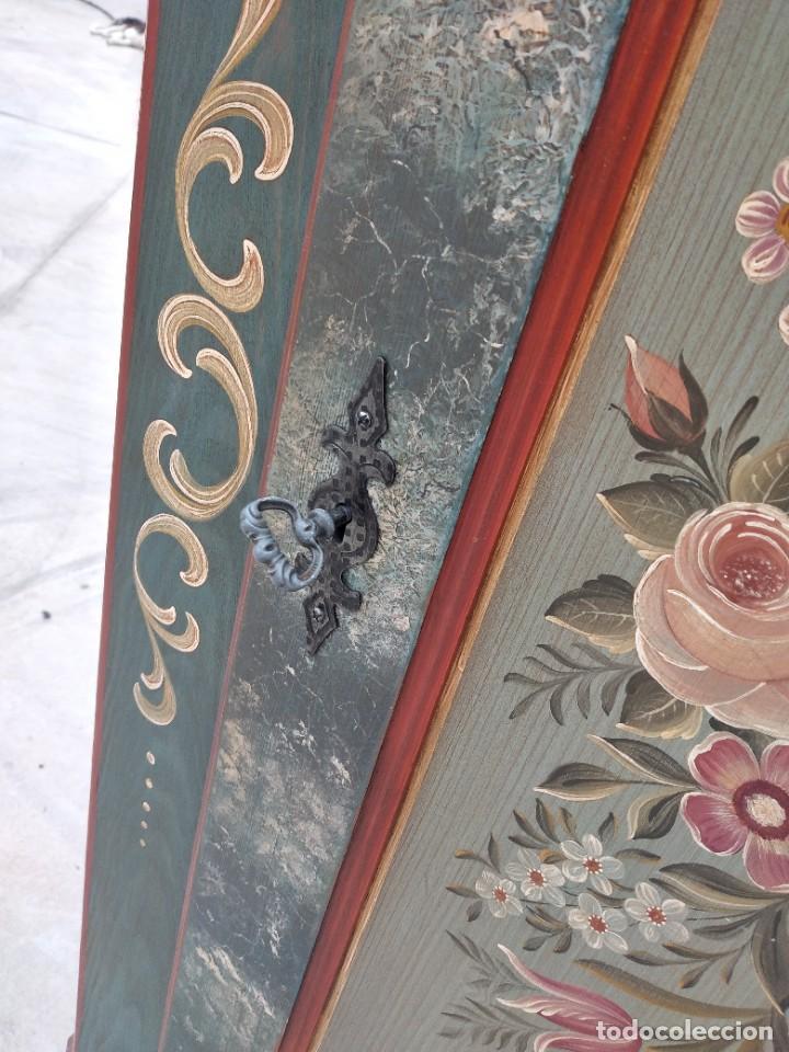 Antigüedades: Precioso mamario de madera de pino, pintado a mano, atelier Anne lebet,1 puerta - Foto 11 - 287815418