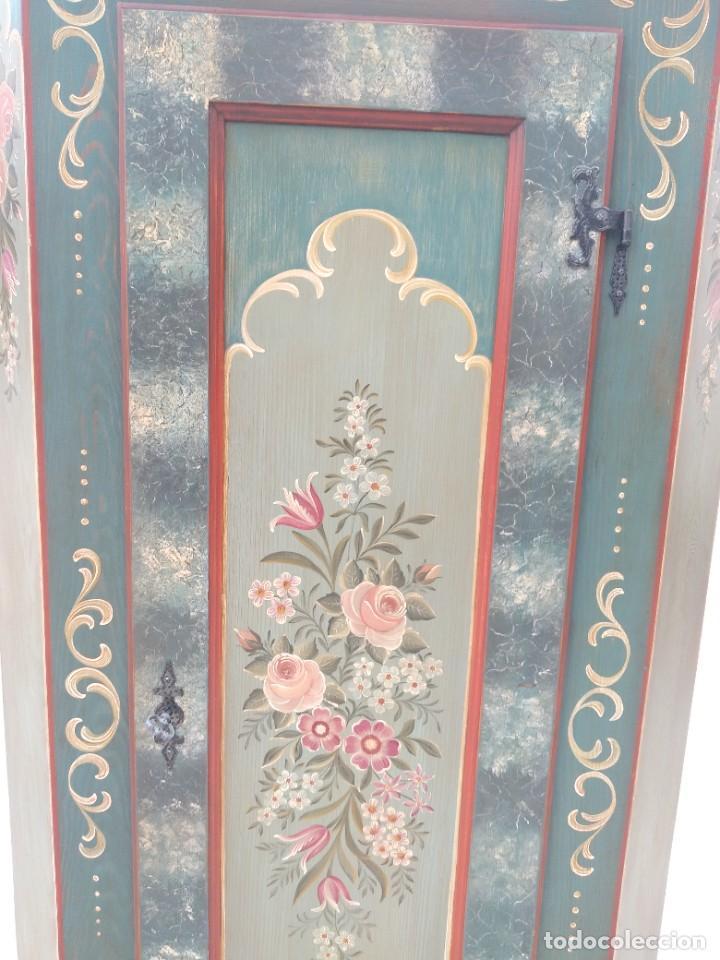 Antigüedades: Precioso mamario de madera de pino, pintado a mano, atelier Anne lebet,1 puerta - Foto 13 - 287815418