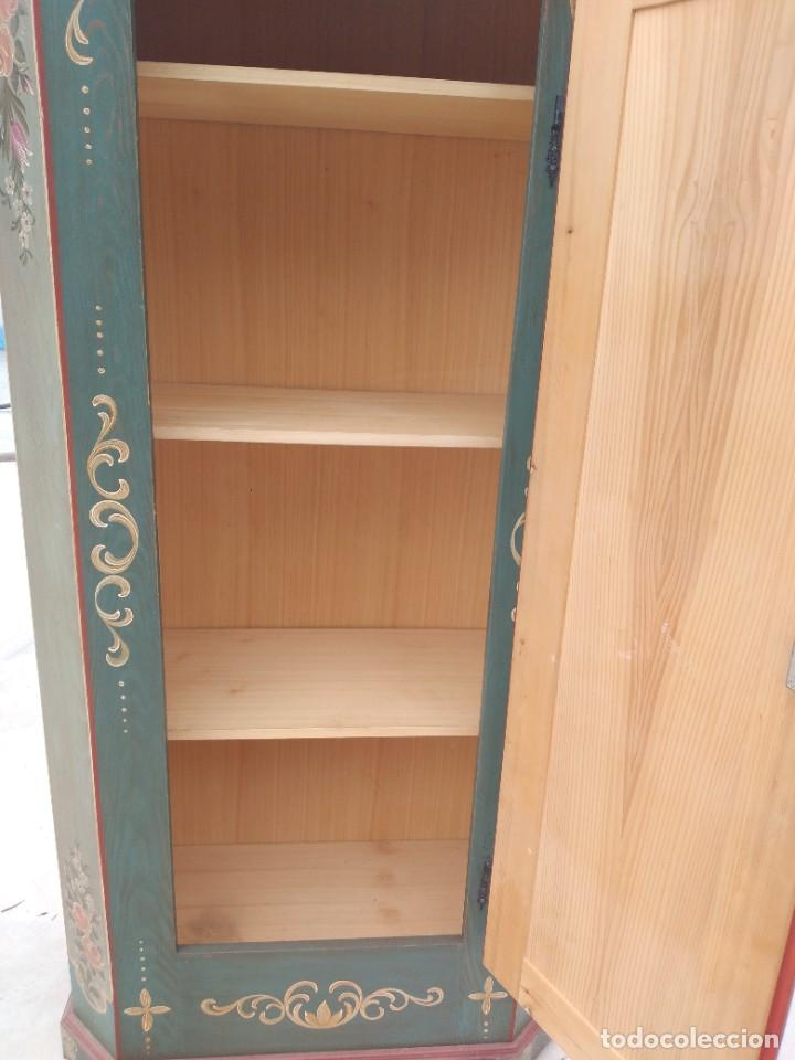 Antigüedades: Precioso mamario de madera de pino, pintado a mano, atelier Anne lebet,1 puerta - Foto 16 - 287815418