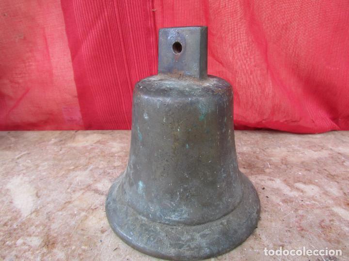 Antigüedades: Campana antigua mediana bronce con cadena. Suena potente. alto 15 cms - Foto 6 - 287820103