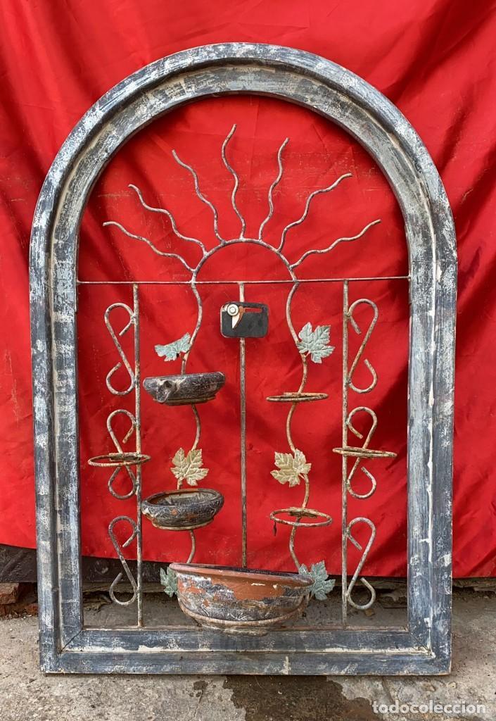 MACETERO DE HIERRO ANTIGUO DE PARED DE 100 X 66 CMS. ANCHO Y DIAMETRO (Antigüedades - Hogar y Decoración - Maceteros Antiguos)