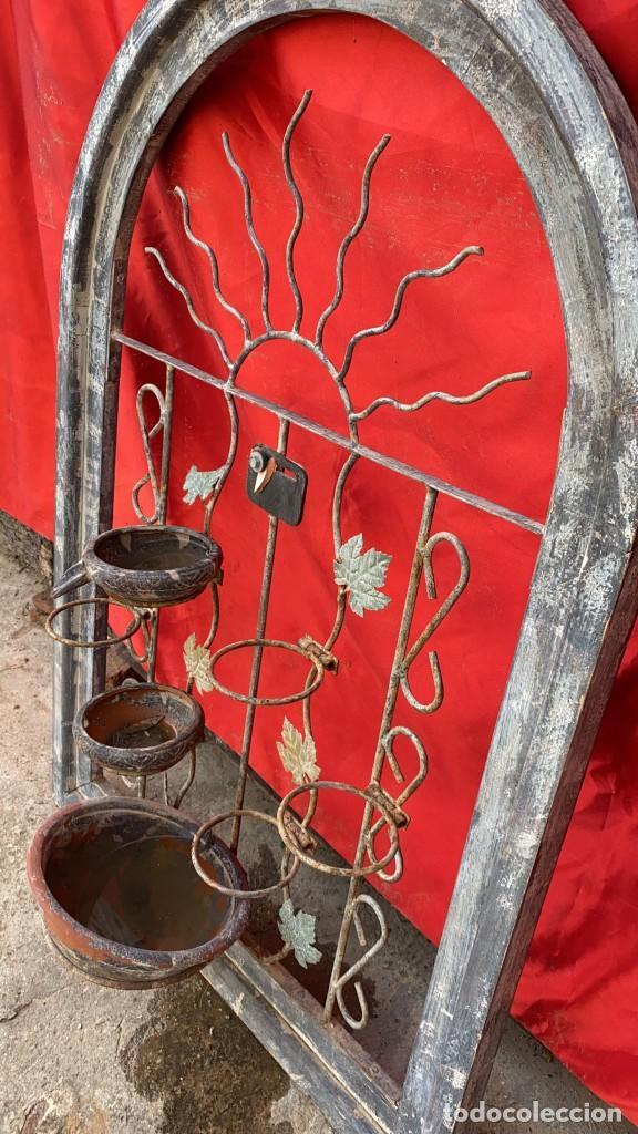 Antigüedades: MACETERO DE HIERRO ANTIGUO DE PARED DE 100 X 66 CMS. ANCHO Y DIAMETRO - Foto 2 - 287845818