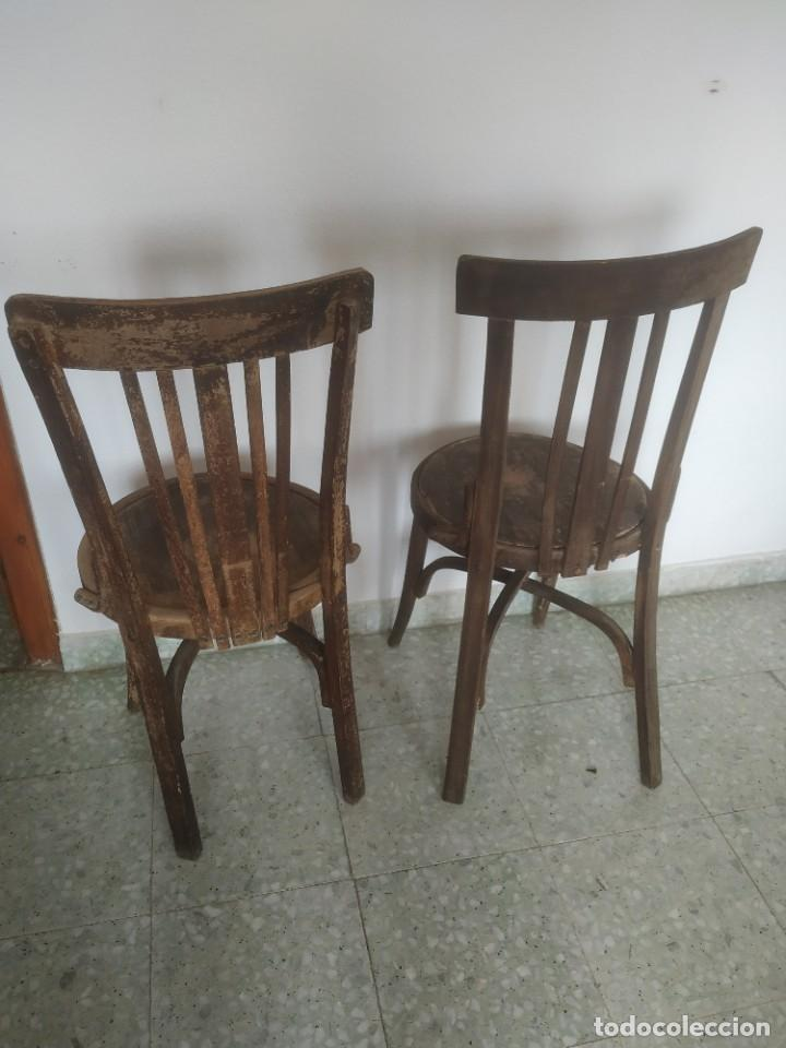 Antigüedades: Antigua pareja de sillas de madera para restaurar. Asiento redondo. Modelos distintos - Foto 7 - 287875538