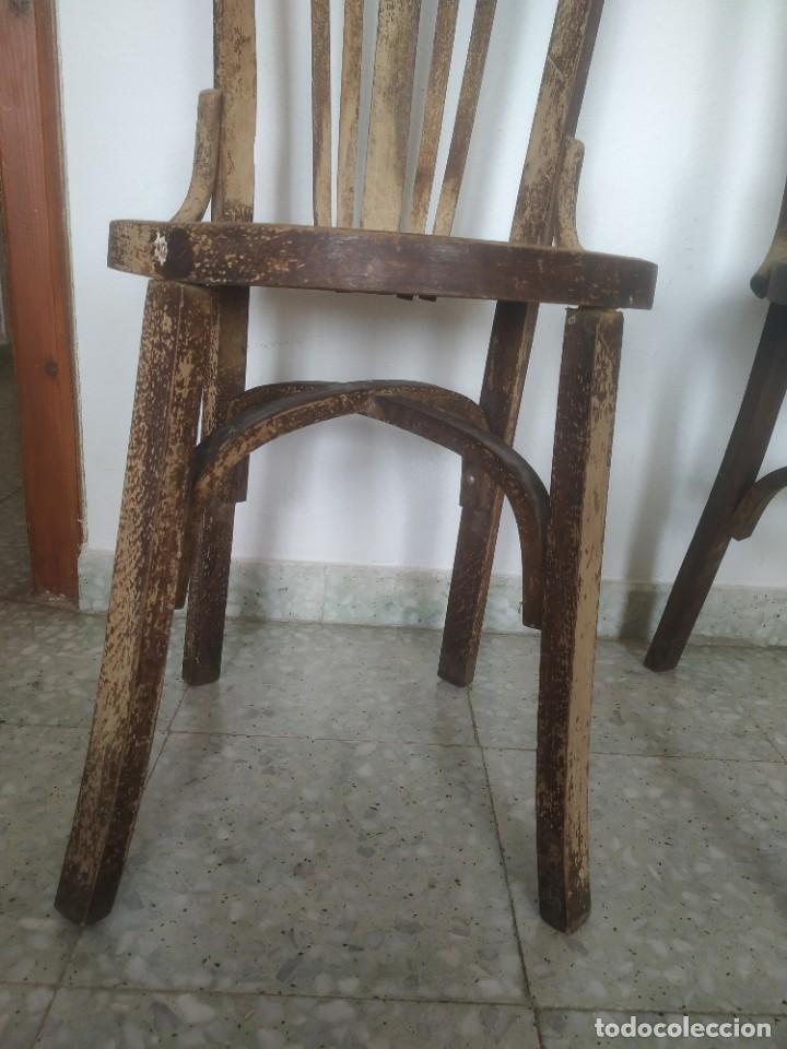 Antigüedades: Antigua pareja de sillas de madera para restaurar. Asiento redondo. Modelos distintos - Foto 9 - 287875538