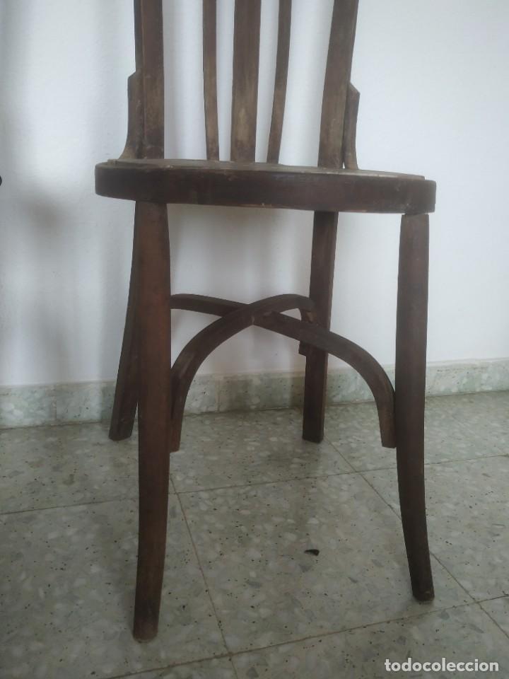 Antigüedades: Antigua pareja de sillas de madera para restaurar. Asiento redondo. Modelos distintos - Foto 10 - 287875538