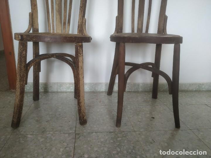 Antigüedades: Antigua pareja de sillas de madera para restaurar. Asiento redondo. Modelos distintos - Foto 11 - 287875538