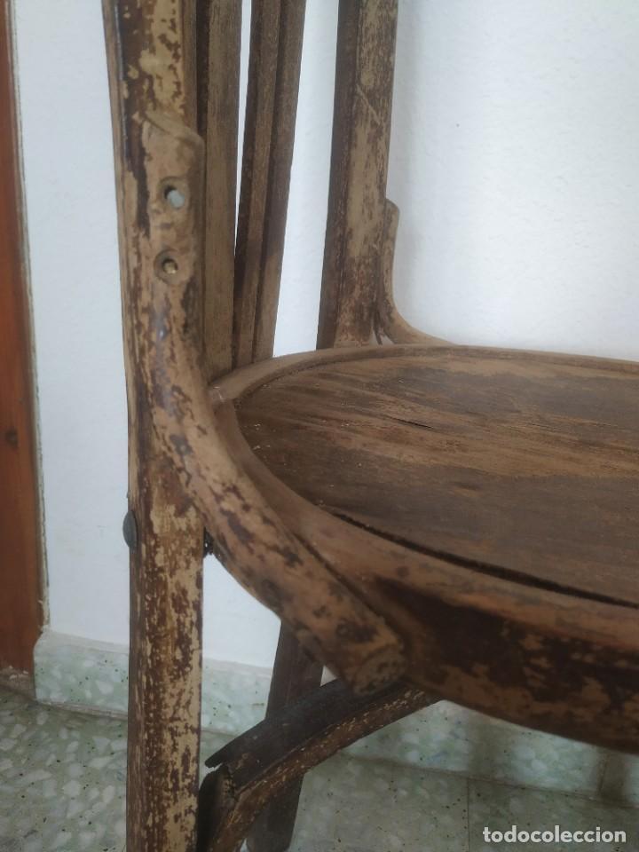 Antigüedades: Antigua pareja de sillas de madera para restaurar. Asiento redondo. Modelos distintos - Foto 13 - 287875538