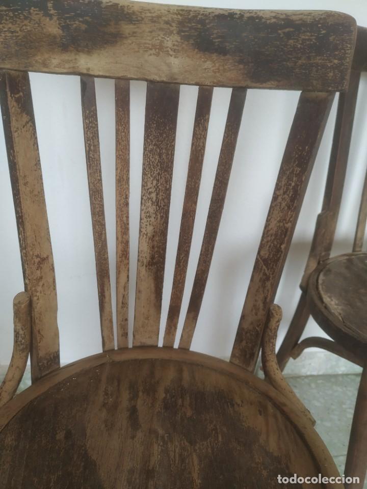 Antigüedades: Antigua pareja de sillas de madera para restaurar. Asiento redondo. Modelos distintos - Foto 16 - 287875538