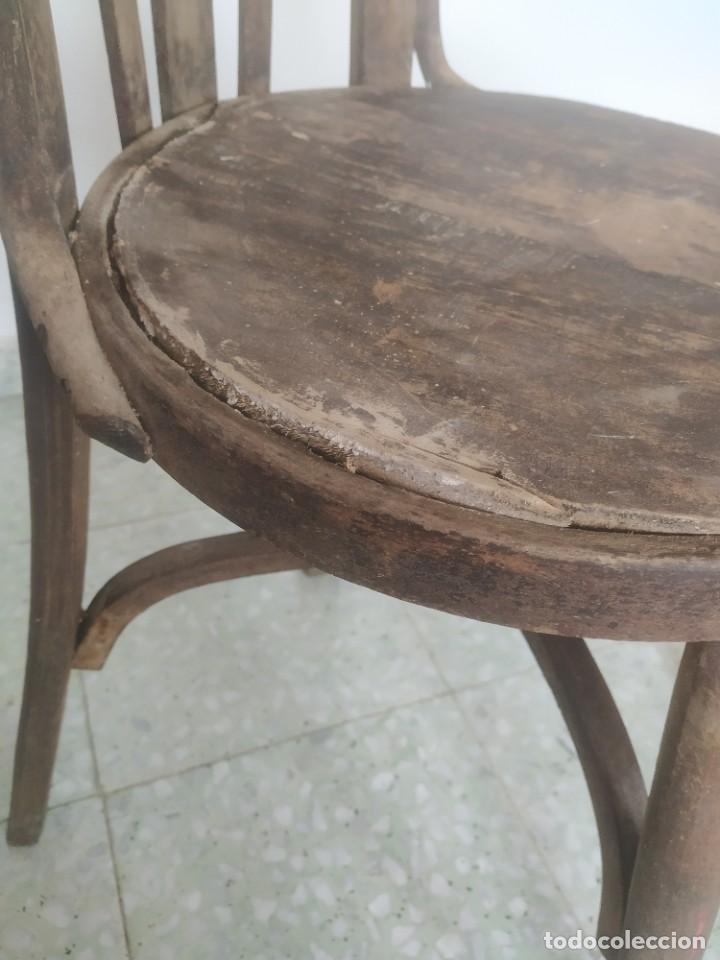 Antigüedades: Antigua pareja de sillas de madera para restaurar. Asiento redondo. Modelos distintos - Foto 18 - 287875538
