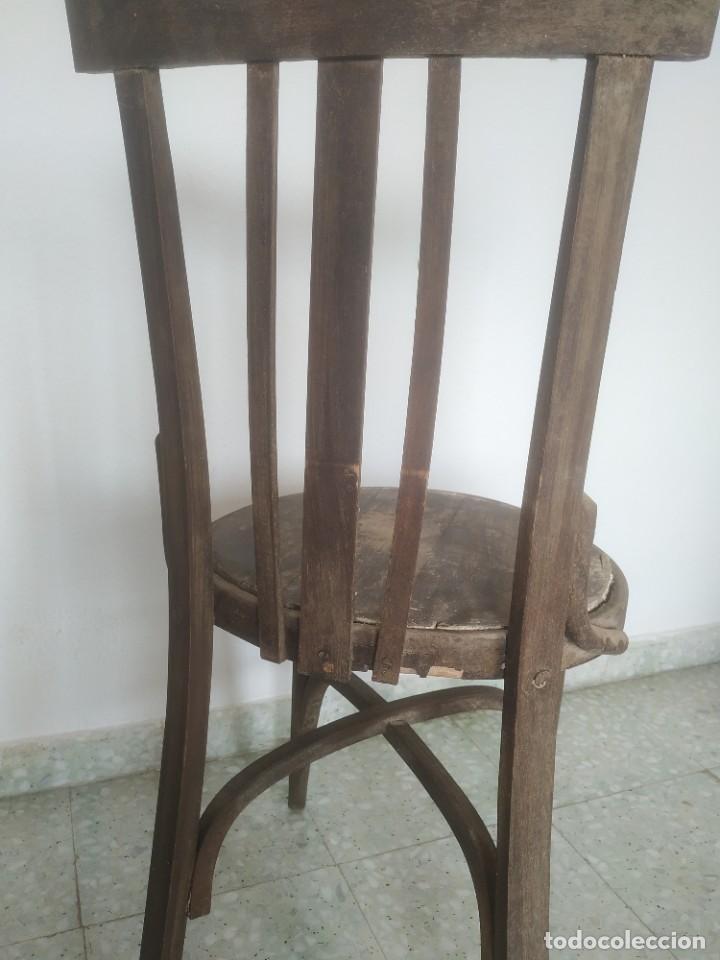 Antigüedades: Antigua pareja de sillas de madera para restaurar. Asiento redondo. Modelos distintos - Foto 21 - 287875538