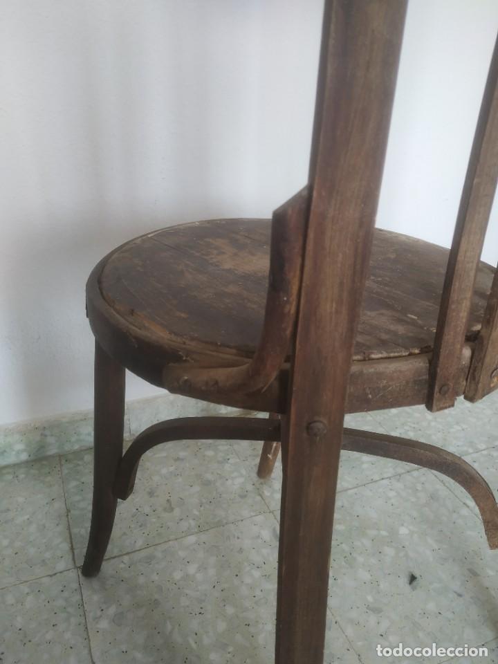 Antigüedades: Antigua pareja de sillas de madera para restaurar. Asiento redondo. Modelos distintos - Foto 22 - 287875538