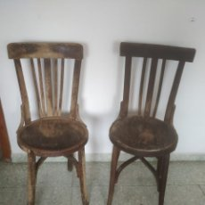 Antigüedades: ANTIGUA PAREJA DE SILLAS DE MADERA PARA RESTAURAR. ASIENTO REDONDO. MODELOS DISTINTOS. Lote 287875538