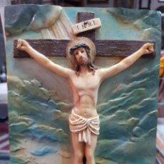 Antigüedades: IMAGEN RELIGIOSA AZULEJO RESINA O SIMILAR QUINTO MISTERIO DOLOROSO JESUS CRUCIFICADO. Lote 287888428
