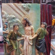 Antigüedades: IMAGEN RELIGIOSA AZULEJO RESINA O SIMILAR SEGUNDO MISTERIO DOLOROSO JESUS ES AZOTADO Y HUMILLADO. Lote 287898228