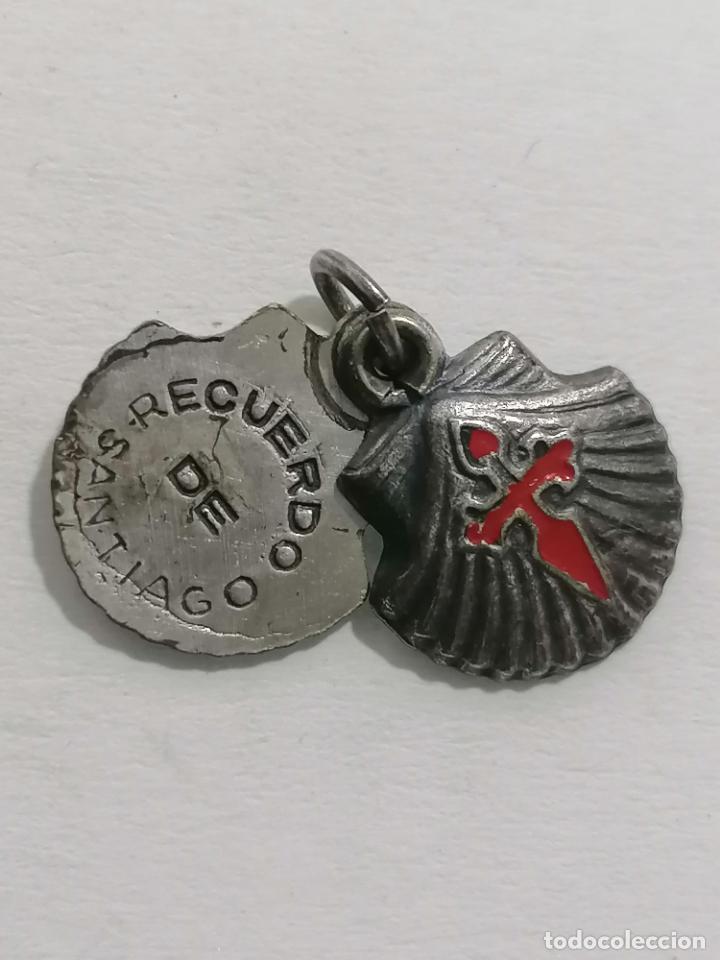 MEDALLA, RECUERDO DE SANTIAGO, MEDIDAS 15 X 18 MM (Antigüedades - Religiosas - Medallas Antiguas)