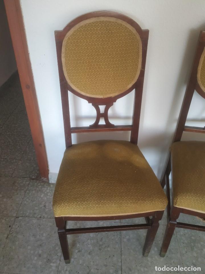 Antigüedades: Antigua pareja de sillas de madera tapizada. Altura asiento: 46 cm. Ancho: 43 cm. Fondo 41 cm - Foto 2 - 287936578