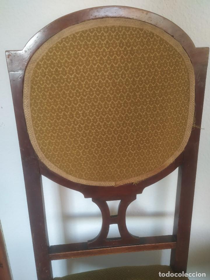 Antigüedades: Antigua pareja de sillas de madera tapizada. Altura asiento: 46 cm. Ancho: 43 cm. Fondo 41 cm - Foto 4 - 287936578