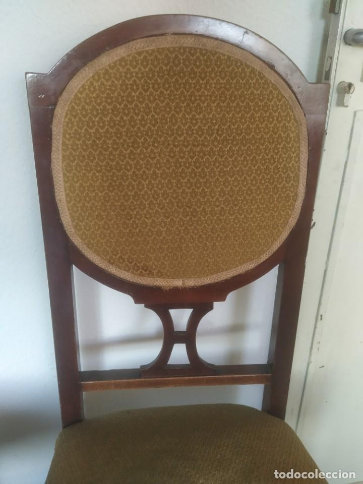 Antigüedades: Antigua pareja de sillas de madera tapizada. Altura asiento: 46 cm. Ancho: 43 cm. Fondo 41 cm - Foto 6 - 287936578