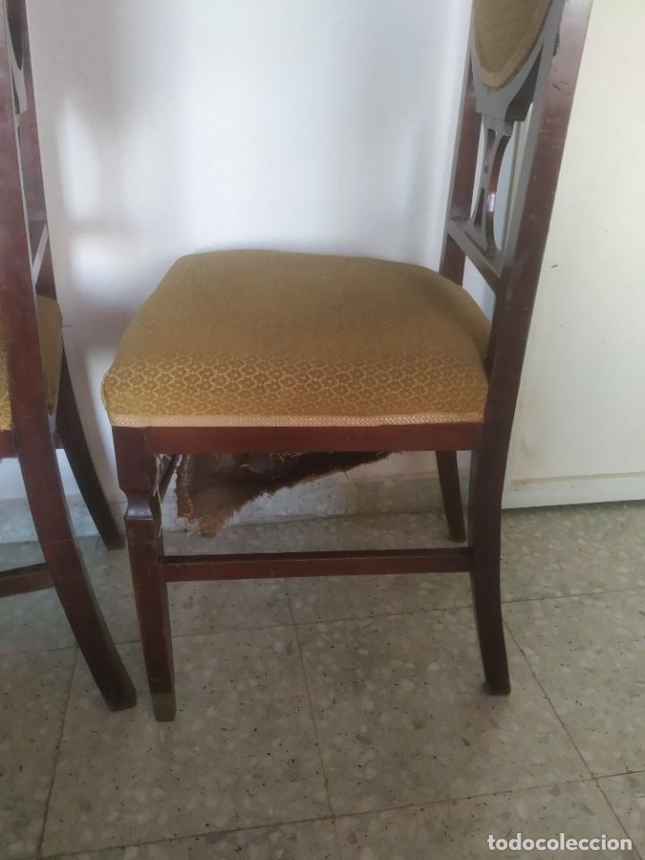 Antigüedades: Antigua pareja de sillas de madera tapizada. Altura asiento: 46 cm. Ancho: 43 cm. Fondo 41 cm - Foto 12 - 287936578