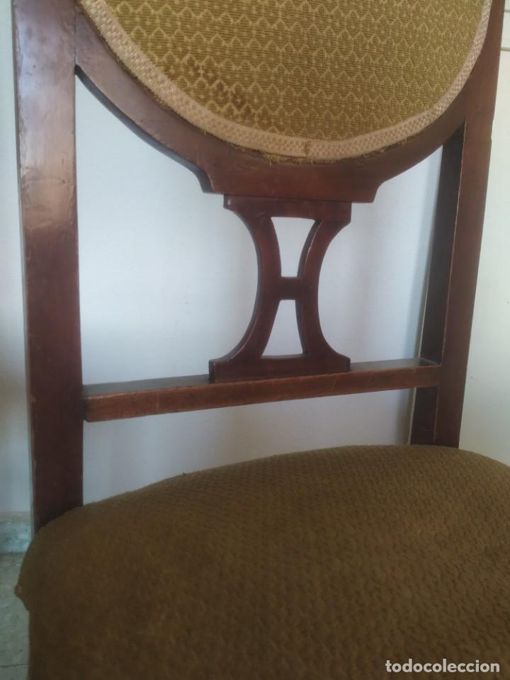 Antigüedades: Antigua pareja de sillas de madera tapizada. Altura asiento: 46 cm. Ancho: 43 cm. Fondo 41 cm - Foto 17 - 287936578