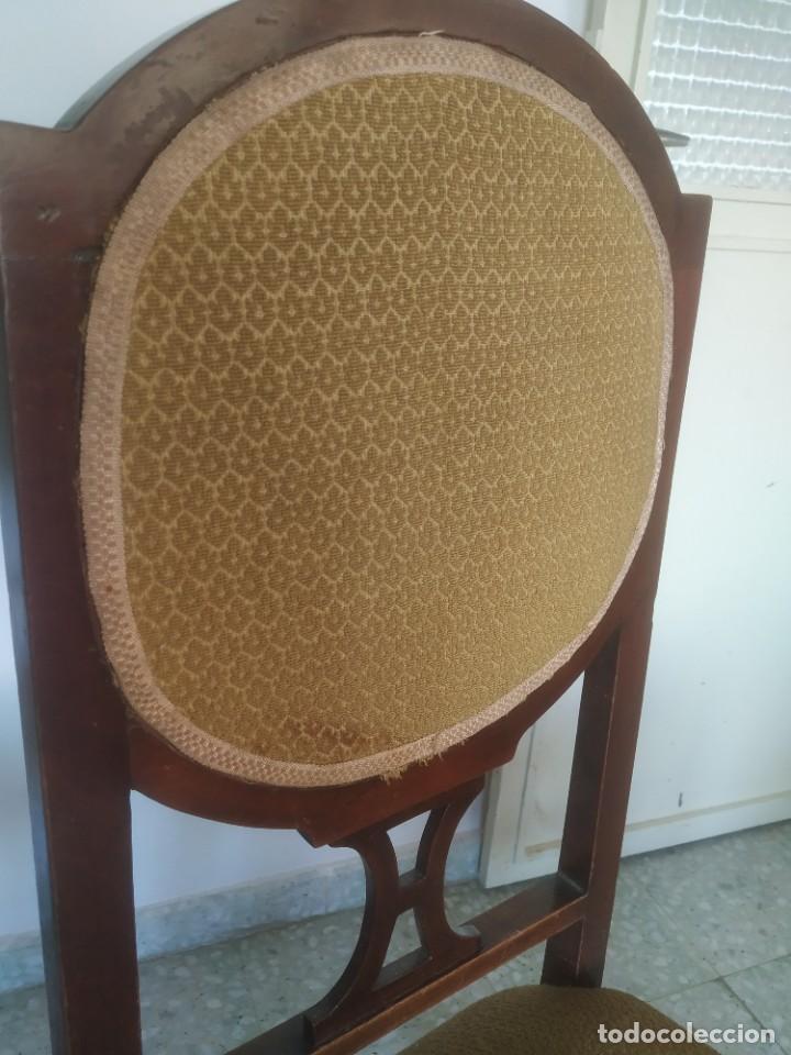 Antigüedades: Antigua pareja de sillas de madera tapizada. Altura asiento: 46 cm. Ancho: 43 cm. Fondo 41 cm - Foto 18 - 287936578