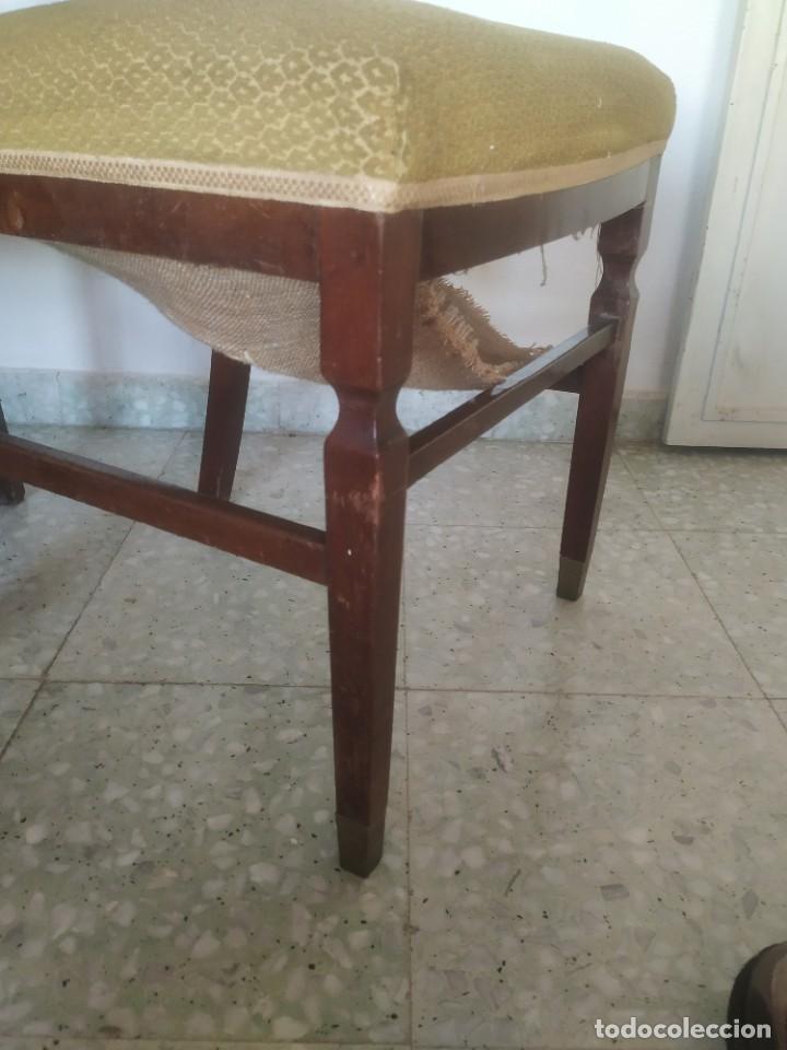 Antigüedades: Antigua pareja de sillas de madera tapizada. Altura asiento: 46 cm. Ancho: 43 cm. Fondo 41 cm - Foto 20 - 287936578