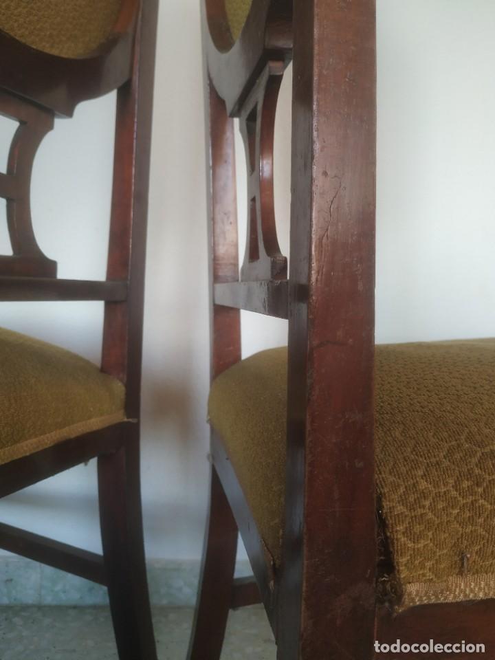 Antigüedades: Antigua pareja de sillas de madera tapizada. Altura asiento: 46 cm. Ancho: 43 cm. Fondo 41 cm - Foto 24 - 287936578