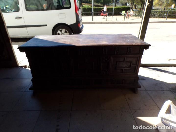 ANTIGUO ARCON DE MADERA CAJA DE NOVIA CATALANA LERIDA O TARRAGONA CUARTERONES EN BUEN ESTADO GENERAL (Antigüedades - Muebles Antiguos - Baúles Antiguos)