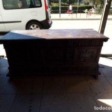 Antigüedades: ANTIGUO ARCON DE MADERA CAJA DE NOVIA CATALANA LERIDA DE CUARTERONES EN BUEN ESTADO GENERAL. Lote 287998663
