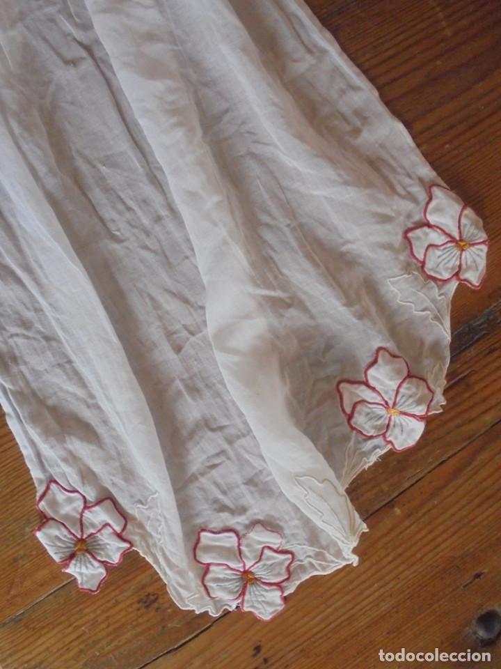 Antigüedades: Vintage delantal con flores rojos - Foto 3 - 288006753