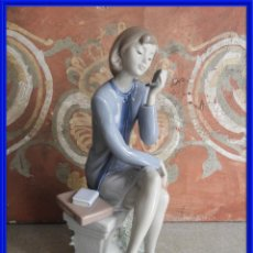Antigüedades: FIGURA DE PORCELANA DE LLADRO. DAMA HABLANDO CON EL MOVIL. Lote 288014128