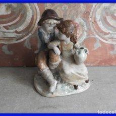 Antigüedades: FIGURA DE PORCELANA D'AVILA DE UNOS NIÑOS. Lote 288014428