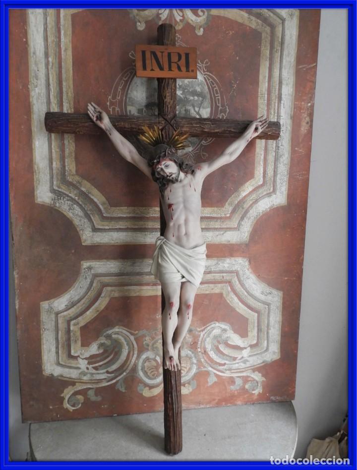 CRISTO EN LA CRUZ DE LOS TALLERES DE OLOT PERFECTO ESTADO (Antigüedades - Religiosas - Crucifijos Antiguos)