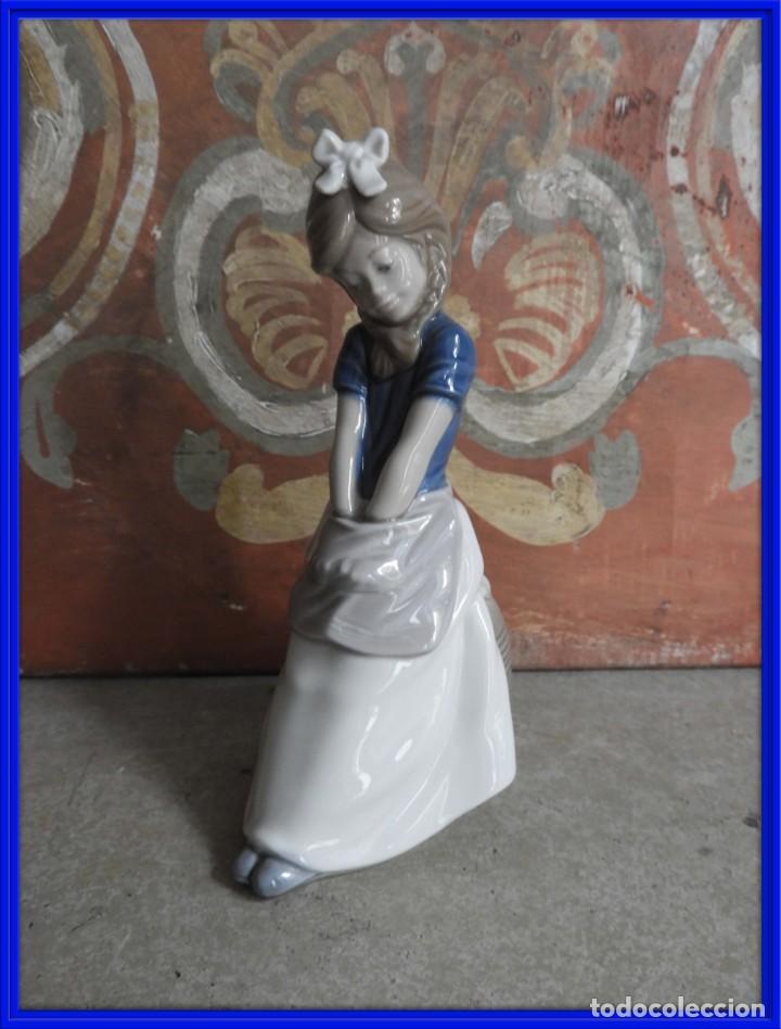 FIGURA DE PORCELANA NAO LLADRO DE UNA NIÑA (Antigüedades - Hogar y Decoración - Figuras Antiguas)