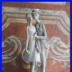Antigüedades: FIGURA DE PORCELANA DE LLADRO DE UNA PAREJA DE NOVIOS. Lote 288015313